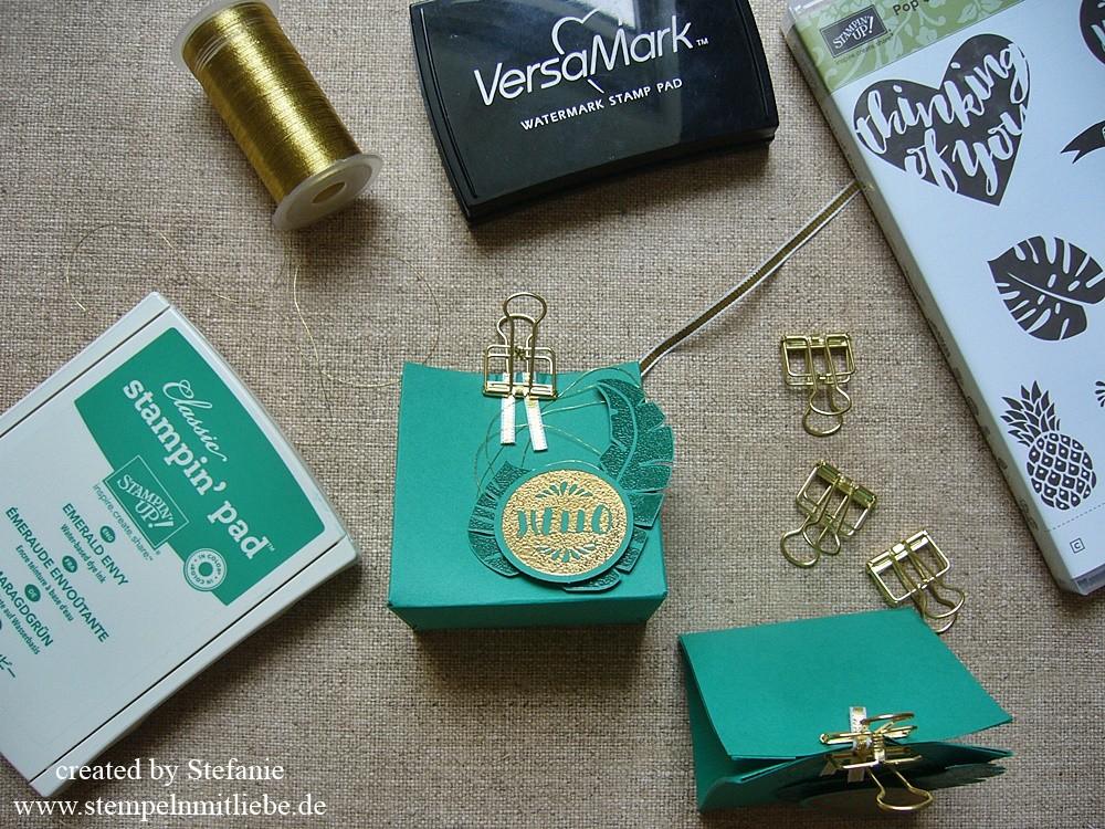 Goodie in Smaragdgrün mit dem Stanz- und Falzbrett für Geschenktüten inkl. Anleitung