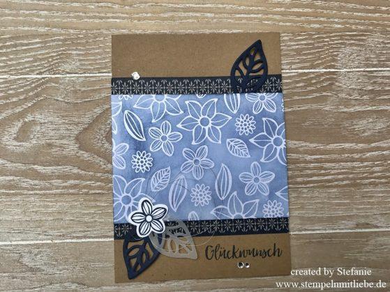 Glückwunschkarte mit dem Produktpaket Falling Flowers