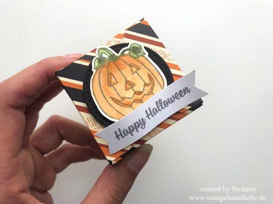 Halloween Verpackung mit dem Stanz- und Falzbrett für Umschläge