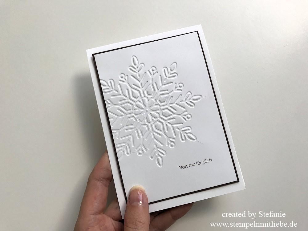 Simple Karte mit Prägeform Schneekristall