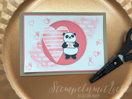 Herziger Panda in Flamingorot