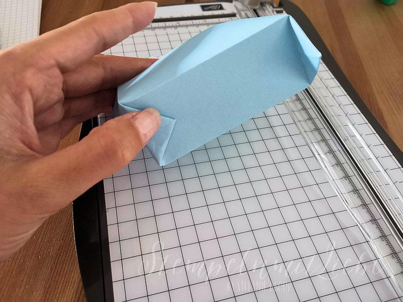 Anleitung: Geschenkverpackung aus einem Umschlag