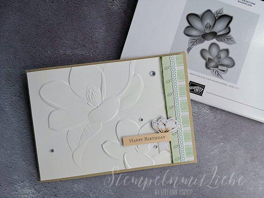 Geburtstagskarte mit Prägeform Magnolienblüten