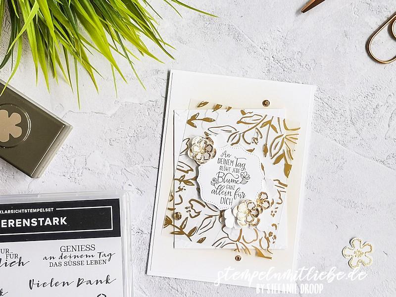 Blumengrüße in Gold - Stampin' Up - Designerazetat Gartengold - Flüsterweiß - Wildleder - Stempelset Gestanzte Grüsse - Stanze Kleine Blume - Stempelset Beerenstark - Deko-Metallblättchen in Gold