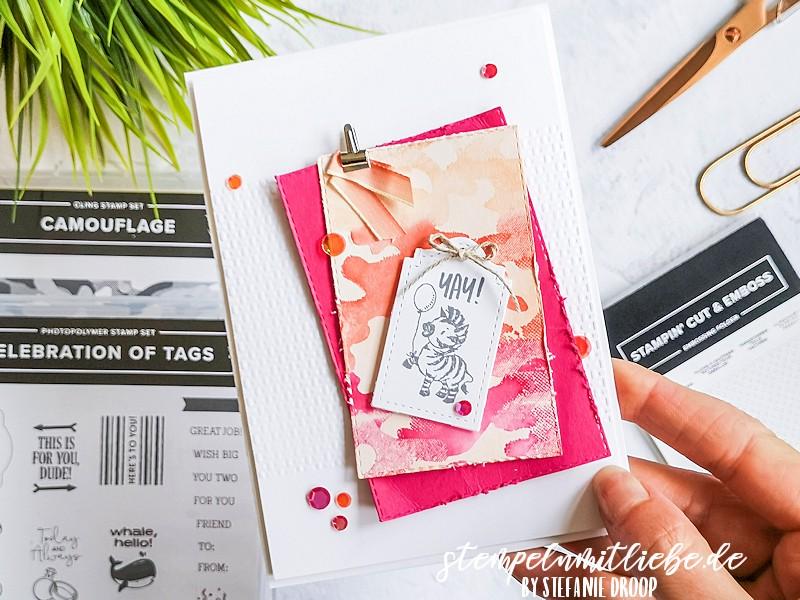 Geburtstagskarte mit Camouflage - Stampin' Up! - Stempeln mit Liebe - Stempelset Celebration of Tags - Blütenrosa - Wassermelone - Calypso - Prägeform Tolle Texturen - Stanzformen Bestickte Rechtecke