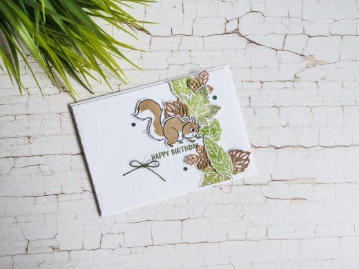Herbstkarte in Olivgrün und Kraftpapier